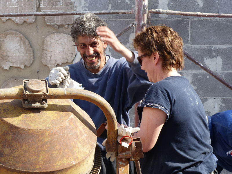 Sandra und Helmut an der Mischmaschine